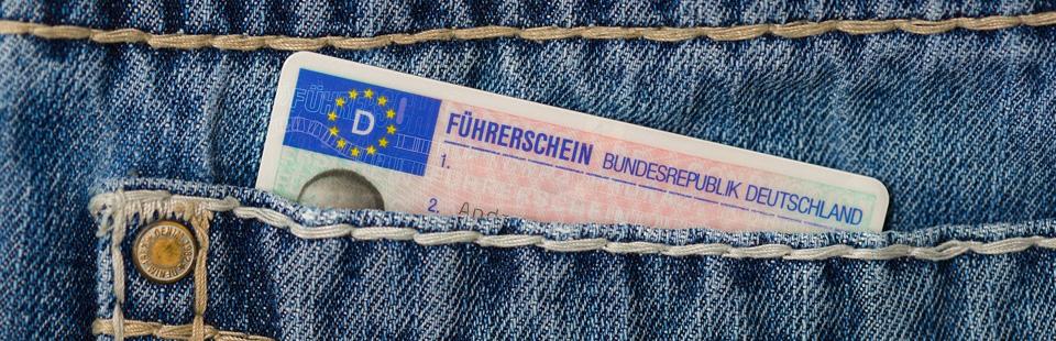 Führerschein in der Hosentasche - der Rechtsanwalt auf dem Gebiet des Verkehrsstrafrechts kann helfen